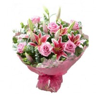 Fantastic Bouquet of Lilies and Roses